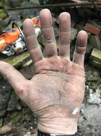 Рука рабочего человека