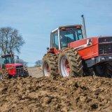 Пахота на тракторах