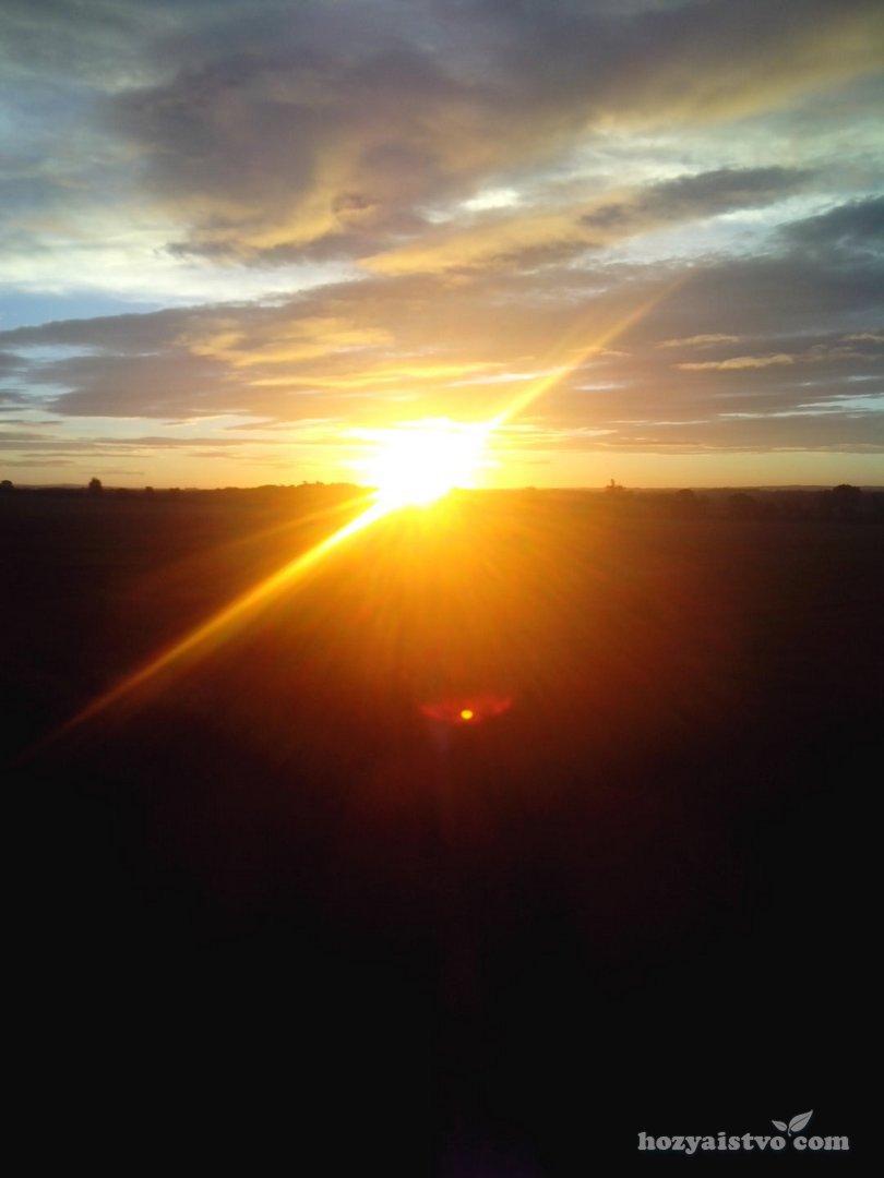 Отблески лучей заходящего солнца