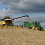 Джон Дир на уборке зерновых
