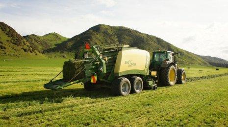 Работа по заготовке сена